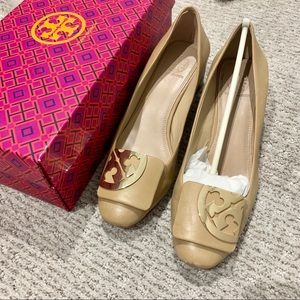 Tory Burch Square Toe LOGO Pump